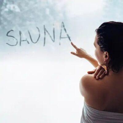 Sauna Schriftzug am Fenster
